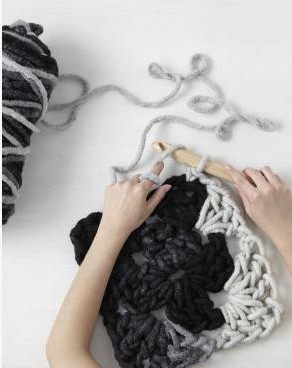 crocheted_sq_hook_with_hands
